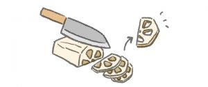 れんこんは皮をむいて縦半分に切り、半月型に薄切りにする