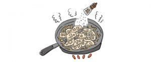 れんこんを炒めて黒胡椒をふる